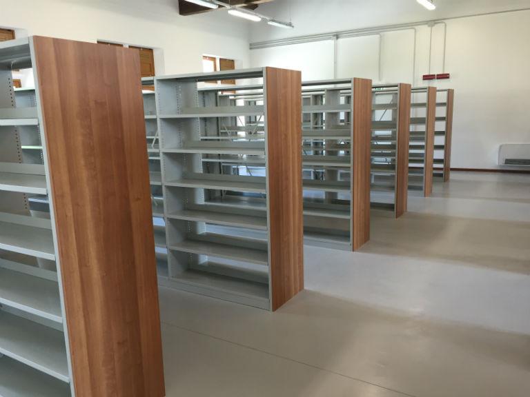 Ikea Scaffali Di Metallo.Scaffali In Legno Usati