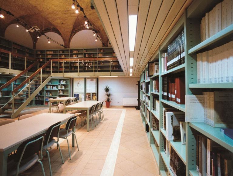 Ballatoi e soppalchi roma arredi per biblioteche ed for Arredi biblioteche