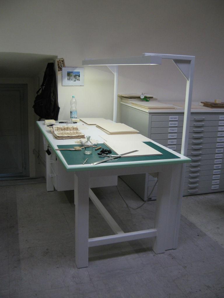 Arredi roma arredi per biblioteche ed archivi la for Arredi da laboratorio