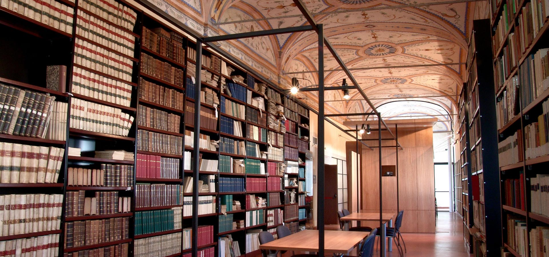 La forgia roma arredi per biblioteche ed archivi for Arredi per biblioteche